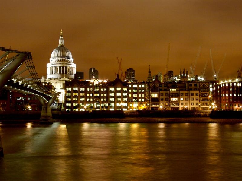 Turiştii lasă cei mai mulţi bani în Londra