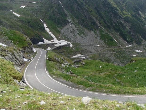 O porţiune de drum de pe Transfăgărăşan