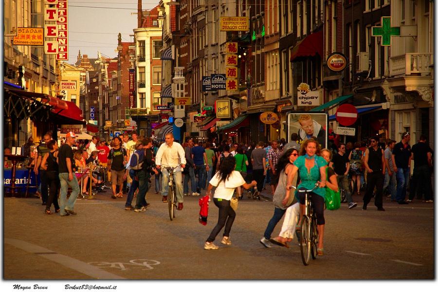 În vizită la Amsterdam sau la Veneţia nordului