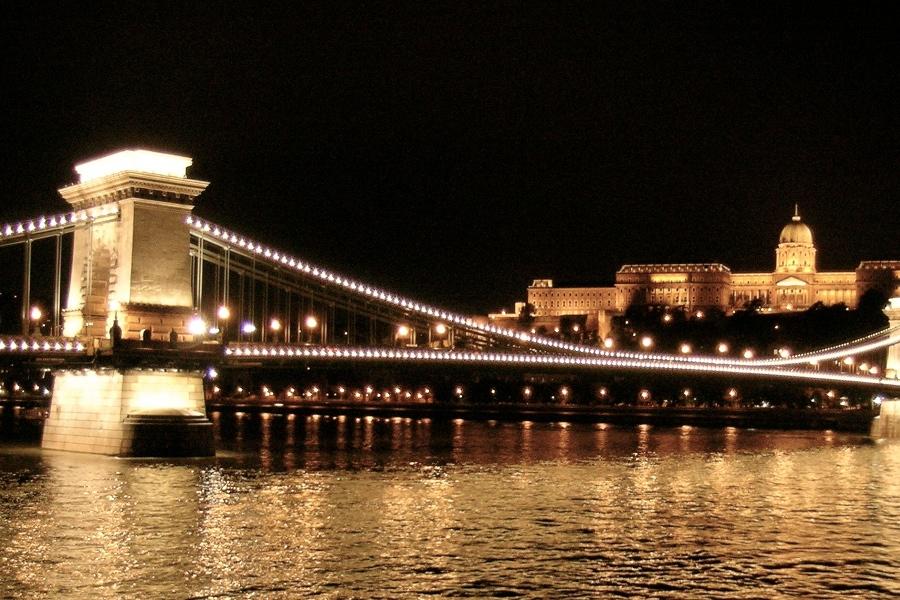 Podul cu lanţuri [POI]