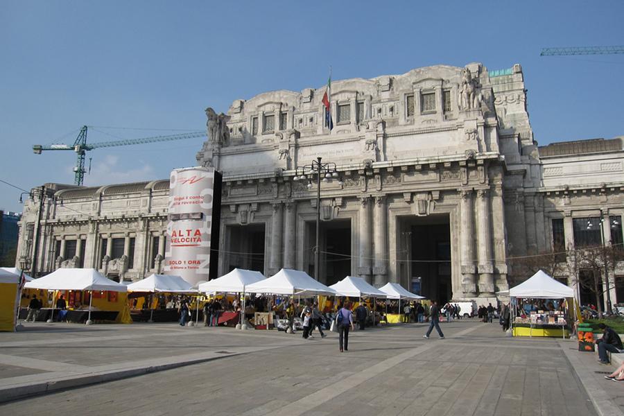 Gara Centrală din Milano (Stazione Centrale) [POI]