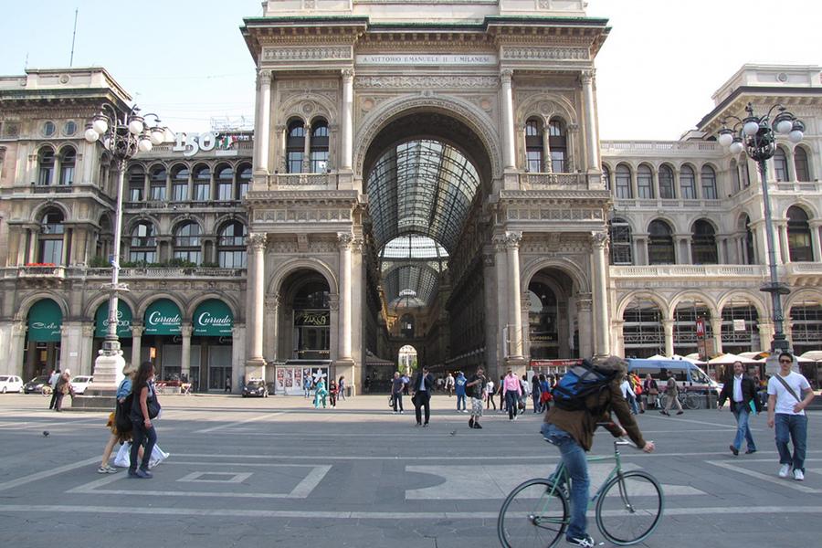 Piaţa Duomo (Piazza Duomo) [POI]
