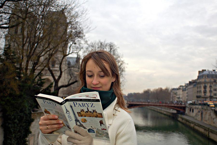 Paris, Barcelona şi Londra, destinaţii preferate de români