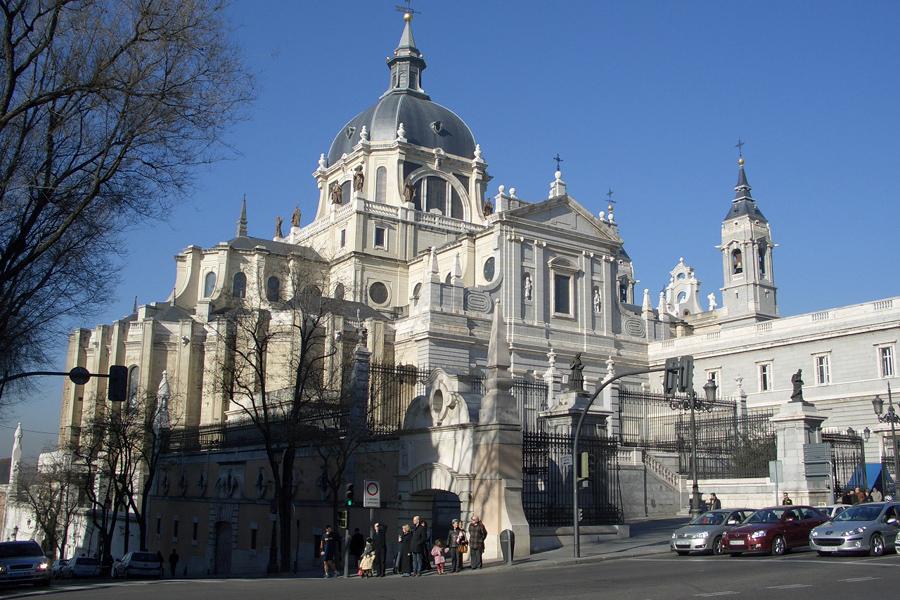 Catedrala Almudena (Almudena Cathedral) [POI]
