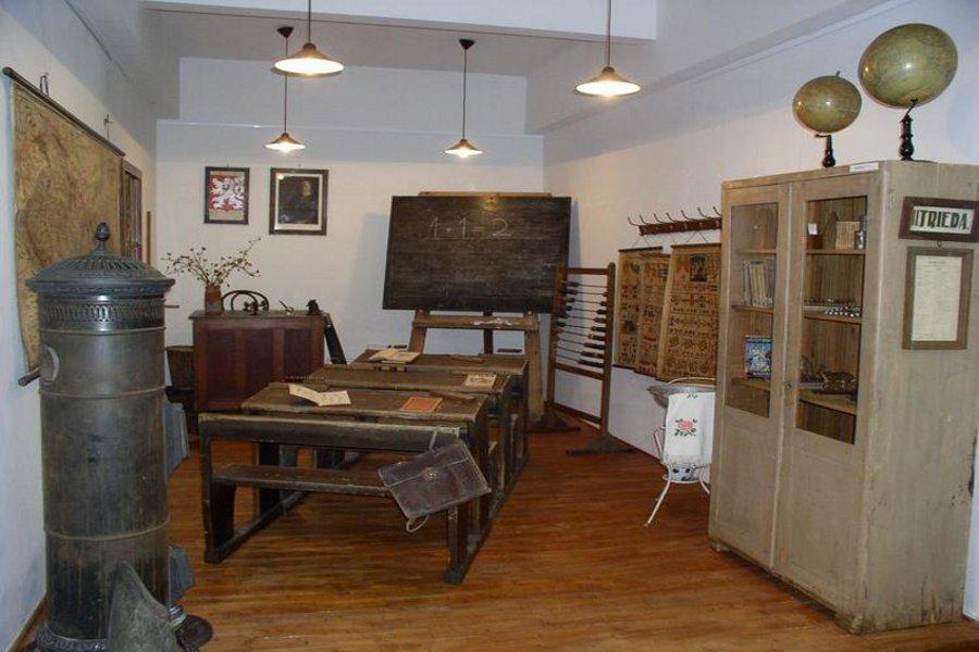 Muzeul Educaţiei (Múzeum školstva a pedagogiky) [POI]