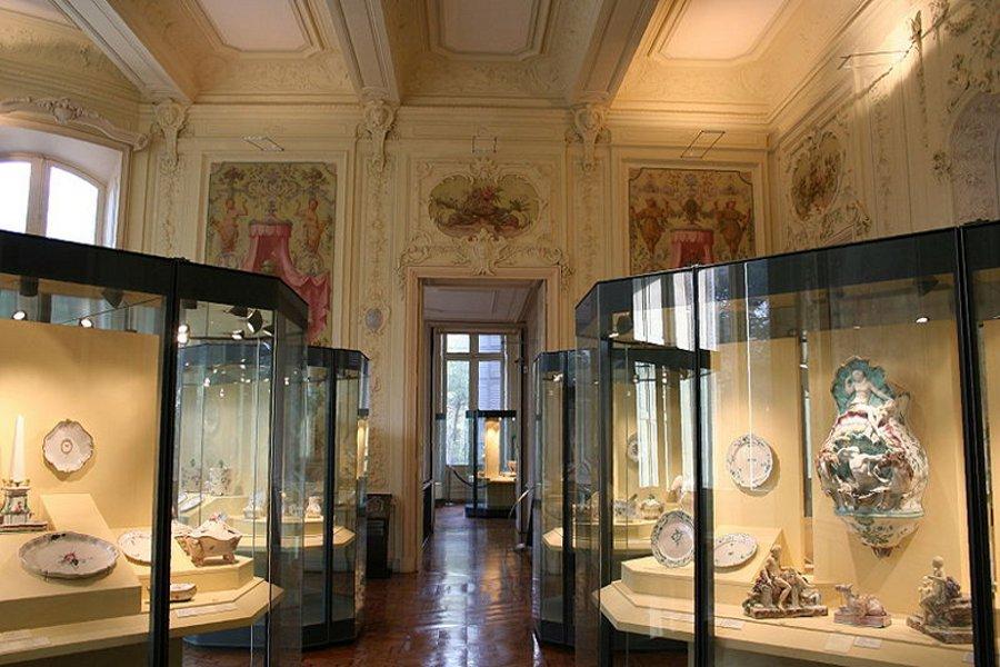 Muzeul faianţei (Musée de la Faïence) [POI]