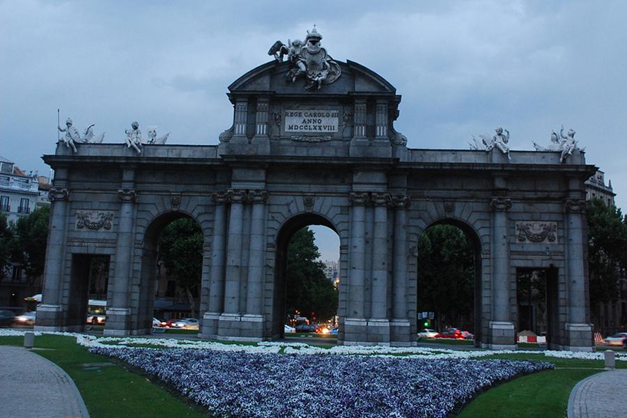 Poarta Alcala (Puerta de Alcala) [POI]