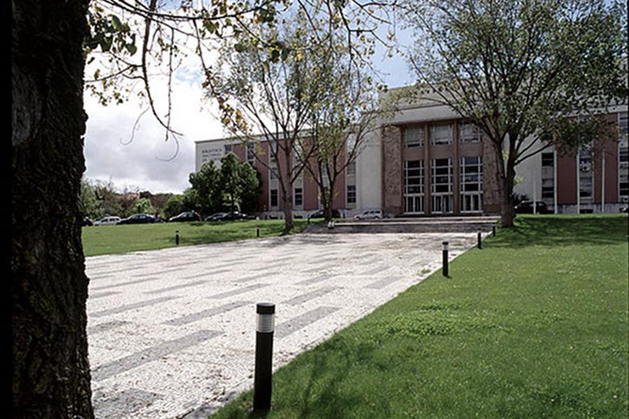 Biblioteca Naţională (Portuguese National Library) [POI]
