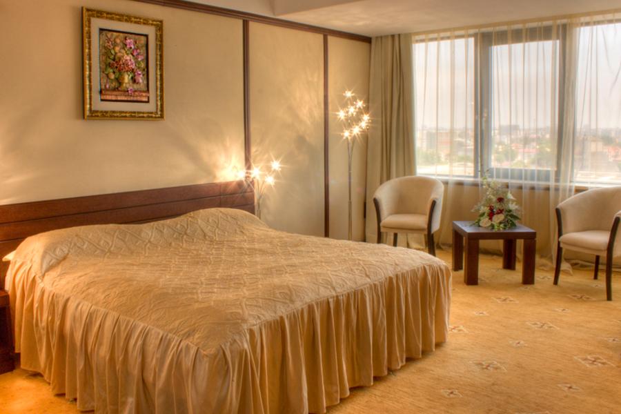 Atenție, se vinde Hotelul Royal