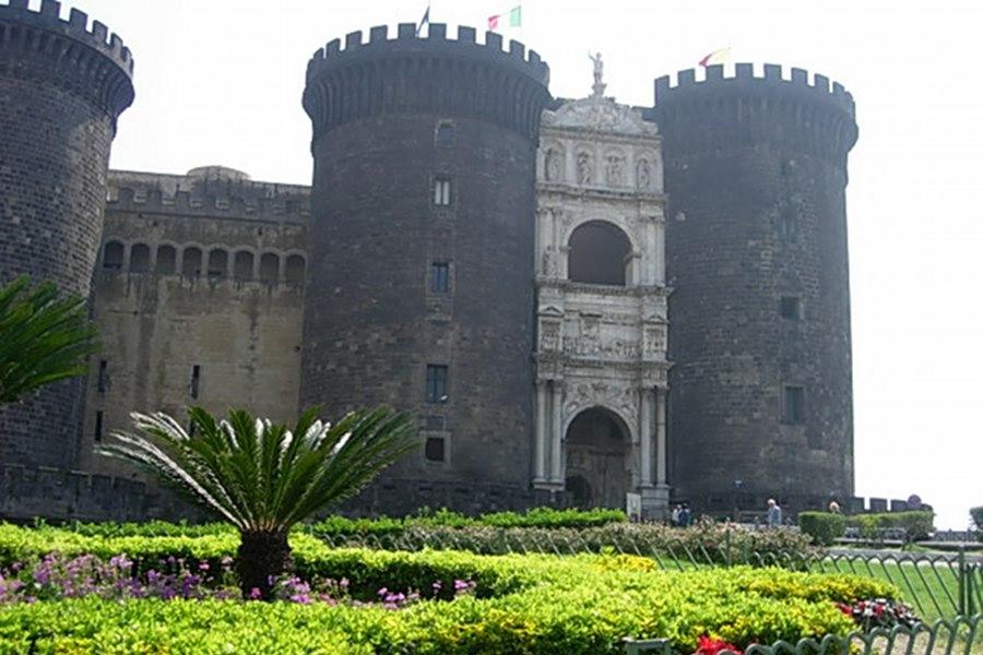 Castel Nuovo (Castelul Nou) [POI]