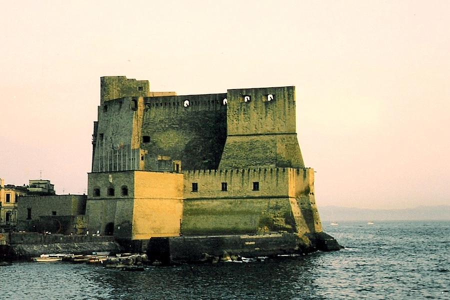 Castell dell'Ovo (Castelul Oului) [POI]