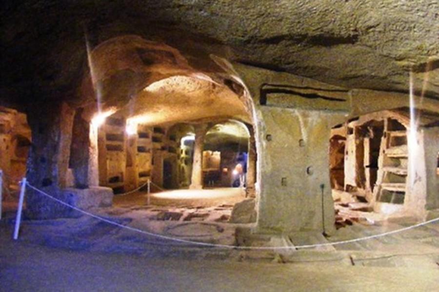 Catacombs of San Gennaro (Catacombele San Gennaro) [POI]