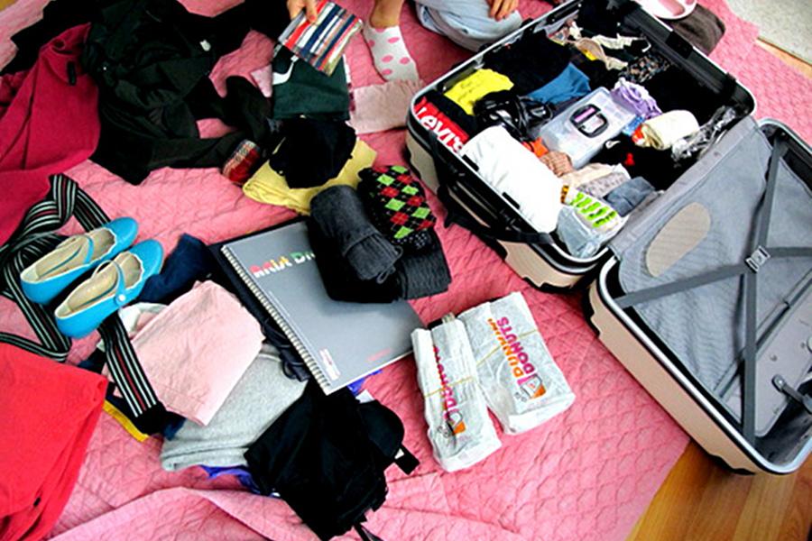 Cum îţi împachetezi tot ce ai nevoie într-o geantă cât mai mică? [video]