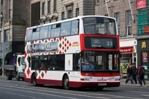 Unul dintre autobuzele de transport public în comun din Edinburgh
