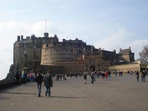 Castelul din Edinburgh, unul dintre cele mai vizitate obiective din Scoţia