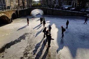 Amsterdamul devine un patinoar in aer liber