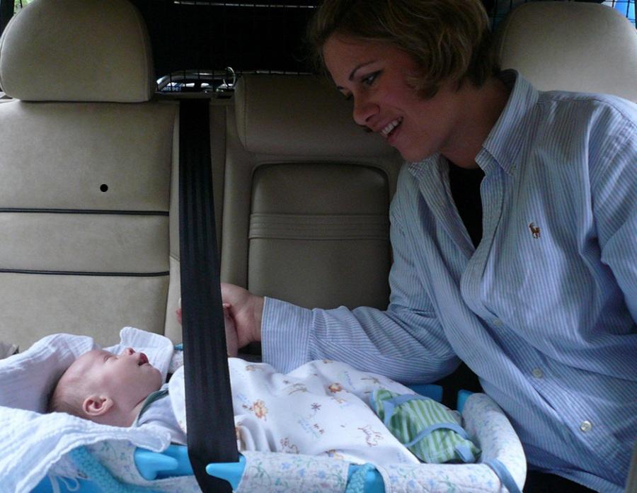 Cât de fun este călătoritul cu bebe-ul. Aproximativ 90% din părinţi şi-ar dori să fie mai organizaţi