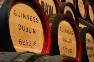 Butoaiele vechi de Guinness cu bere