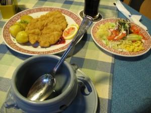 Cam cum arata un coltisor de pe o masa din Salzburg