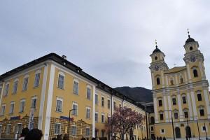 Manastirea Nonnberg vazuta din fata