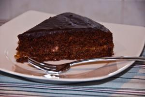 Sacher Torte, tort de ciocolată umplut cu gem de caise