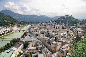 Salzburg vazut dintr-un colt al orasului