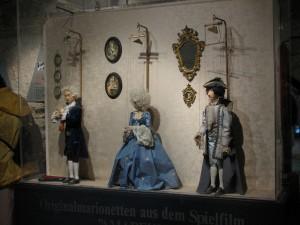 Trei dintre papusile pe care le poti vedea la Muzeul Marionetelor