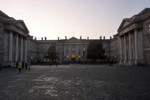 Una dintre fatadele Trinity College