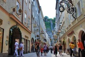 Una dintre străduţele Centrului Vechi din Salzburg