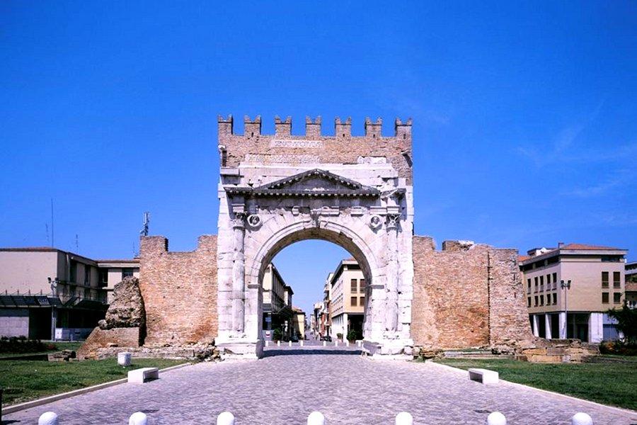 Arcul lui Augustus (Arch of Augustus) [POI]