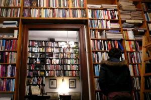 Interiorul librariei Massolit Books