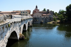 Unul dintre podurile din localitate