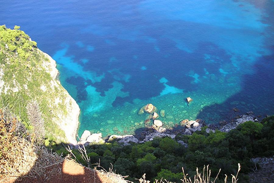 Vacanţă liniştită, mâncare bună, soare şi apă cristalină în Grecia