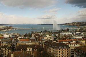 Asa se vede Geneva din turnul Catedralei St. Pierre
