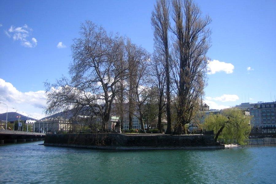Insula Rousseau (Ile Rousseau) [POI]