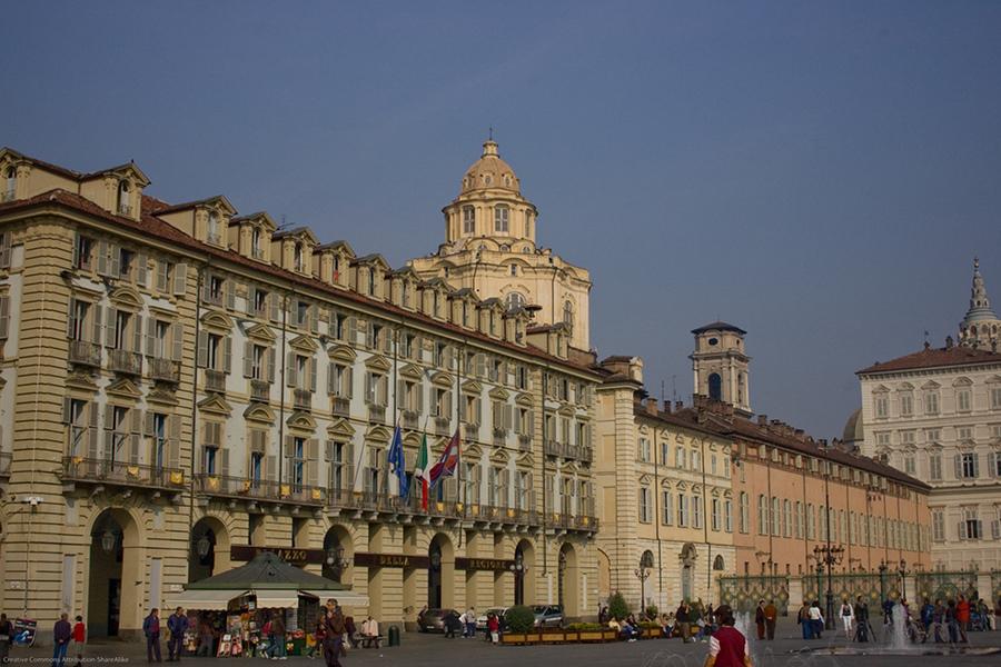 Piaţa Castello (Piazza Castello) [POI]
