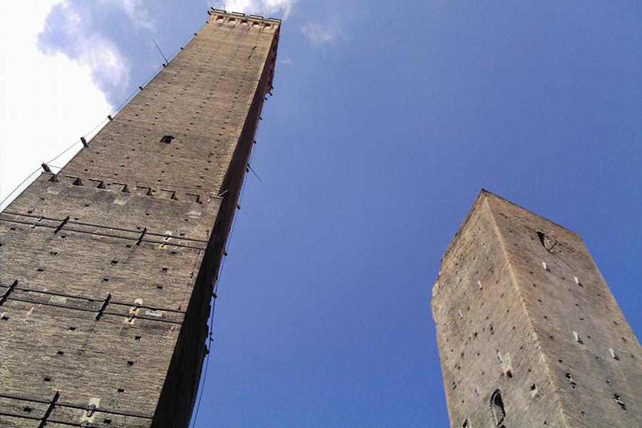 Turnurile Garisenda şi Asinelli (Torre Garisenda Torre degli Asinelli) [POI]